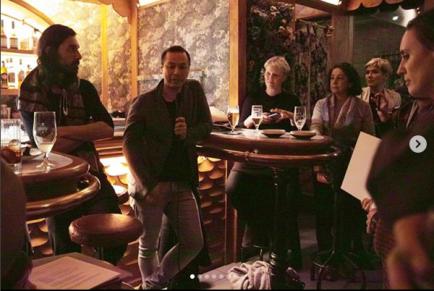 Luis Guerra con Jette Bjerg, Ely Daou y mi suegra durante la presentación del libro